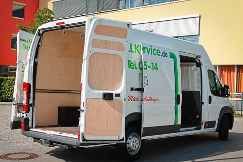 V0 - Transporter Fiat Ducato - side rear view
